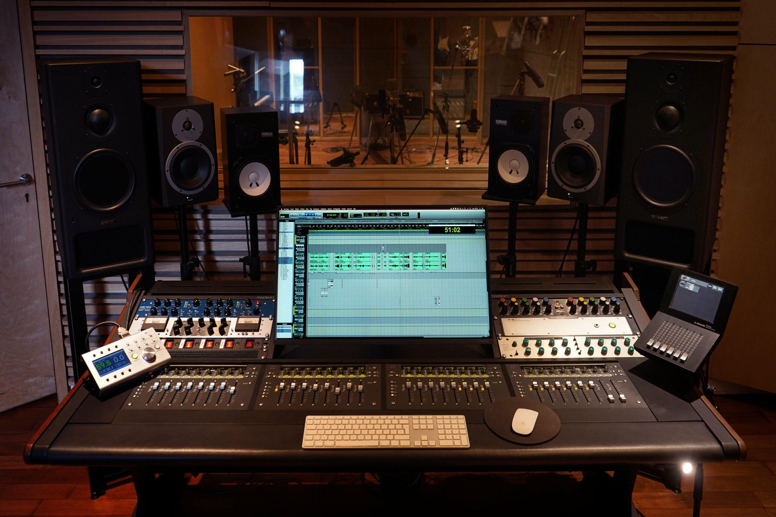 wood-studio-computer
