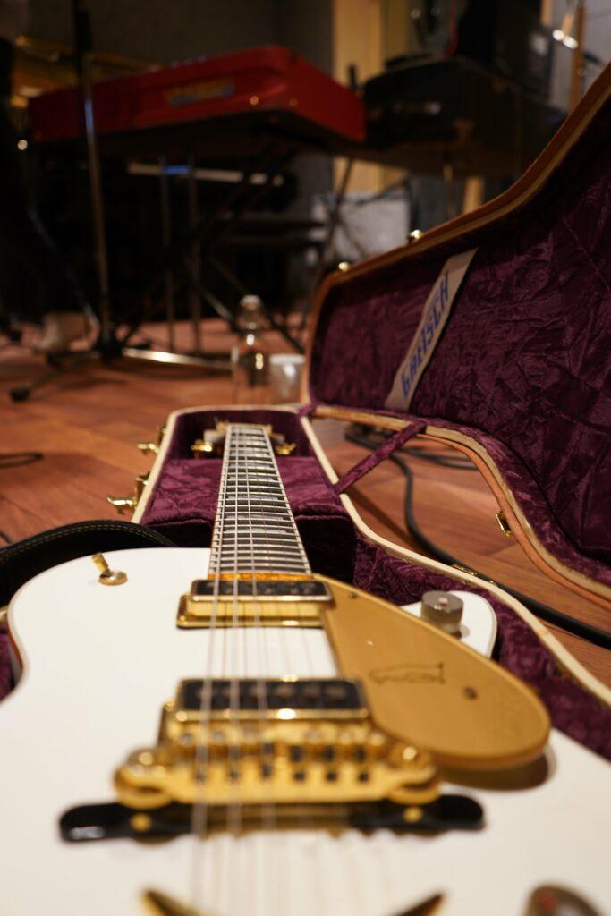 wood-studio-guitar