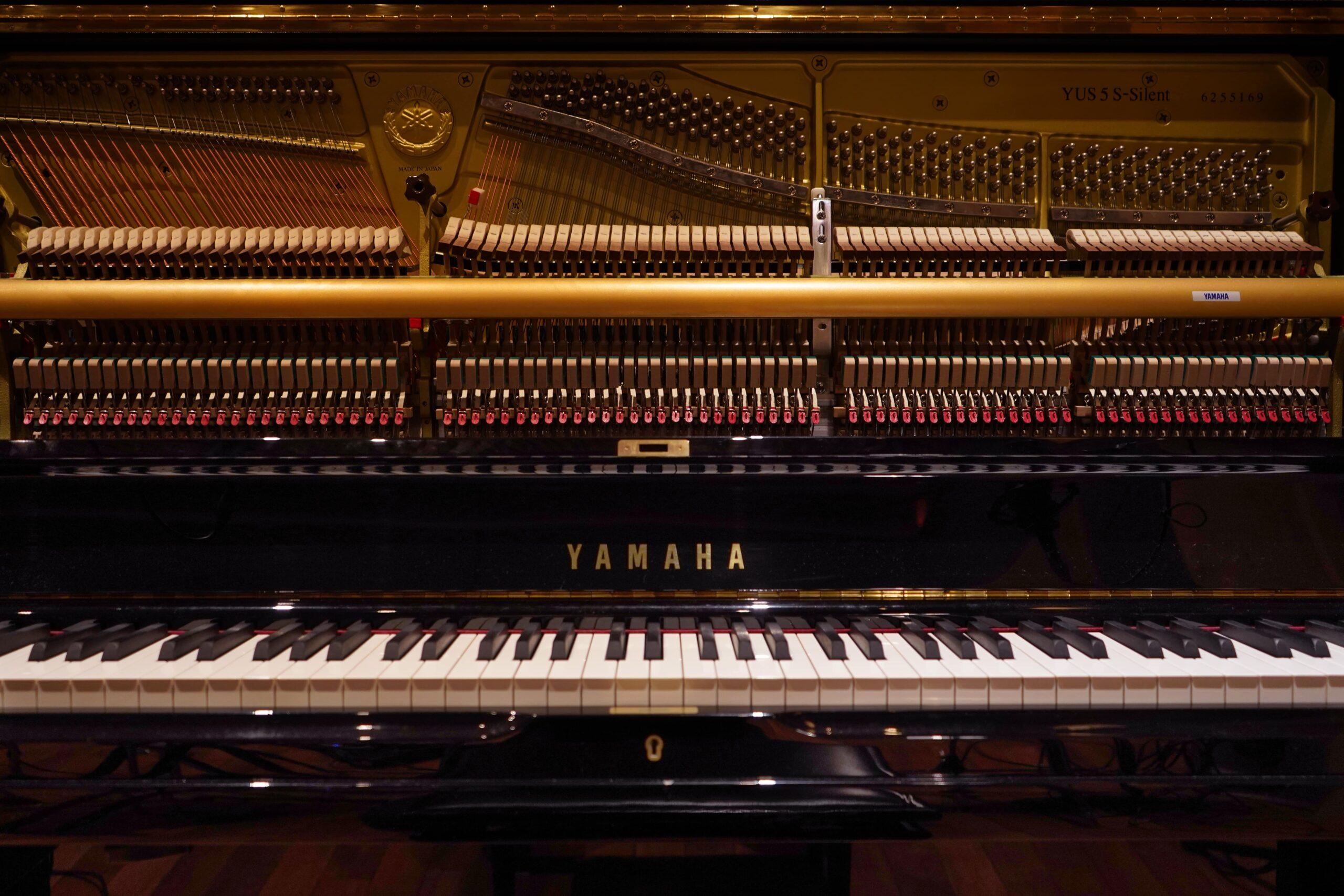 wood-studio-piano